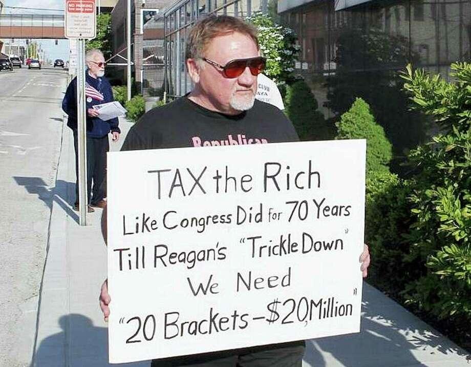 Derik Holtmann/Belleville News-Democrat/the associated press James Hodgkinson holds a sign during a protest outside of a United States Post Office in Belleville, Ill. Photo: AP / Belleville News-Democrat
