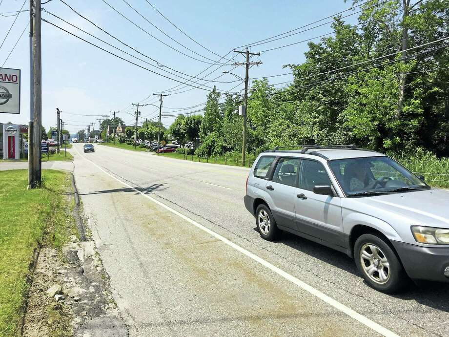 Torrington officials are applying for a grant to build sidewalks on East Main Street to improve pedestrian safety. Photo: Ben Lambert — The Register Citizen