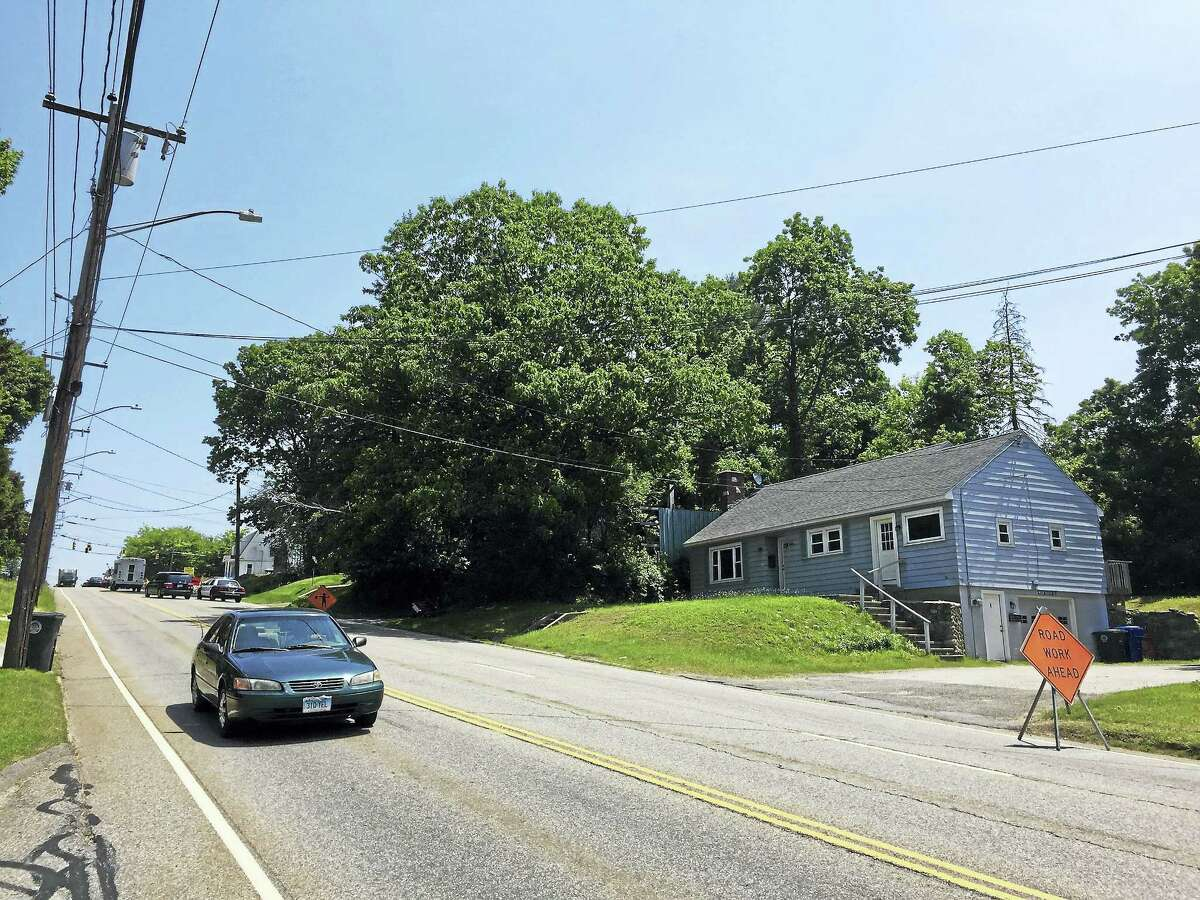 Torrington officials are applying for a grant to build sidewalks on East Main Street to improve pedestrian safety.