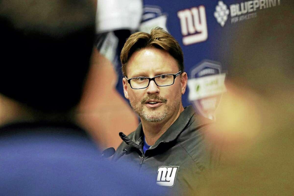 Giants head coach Ben McAdoo speaks to reporters.
