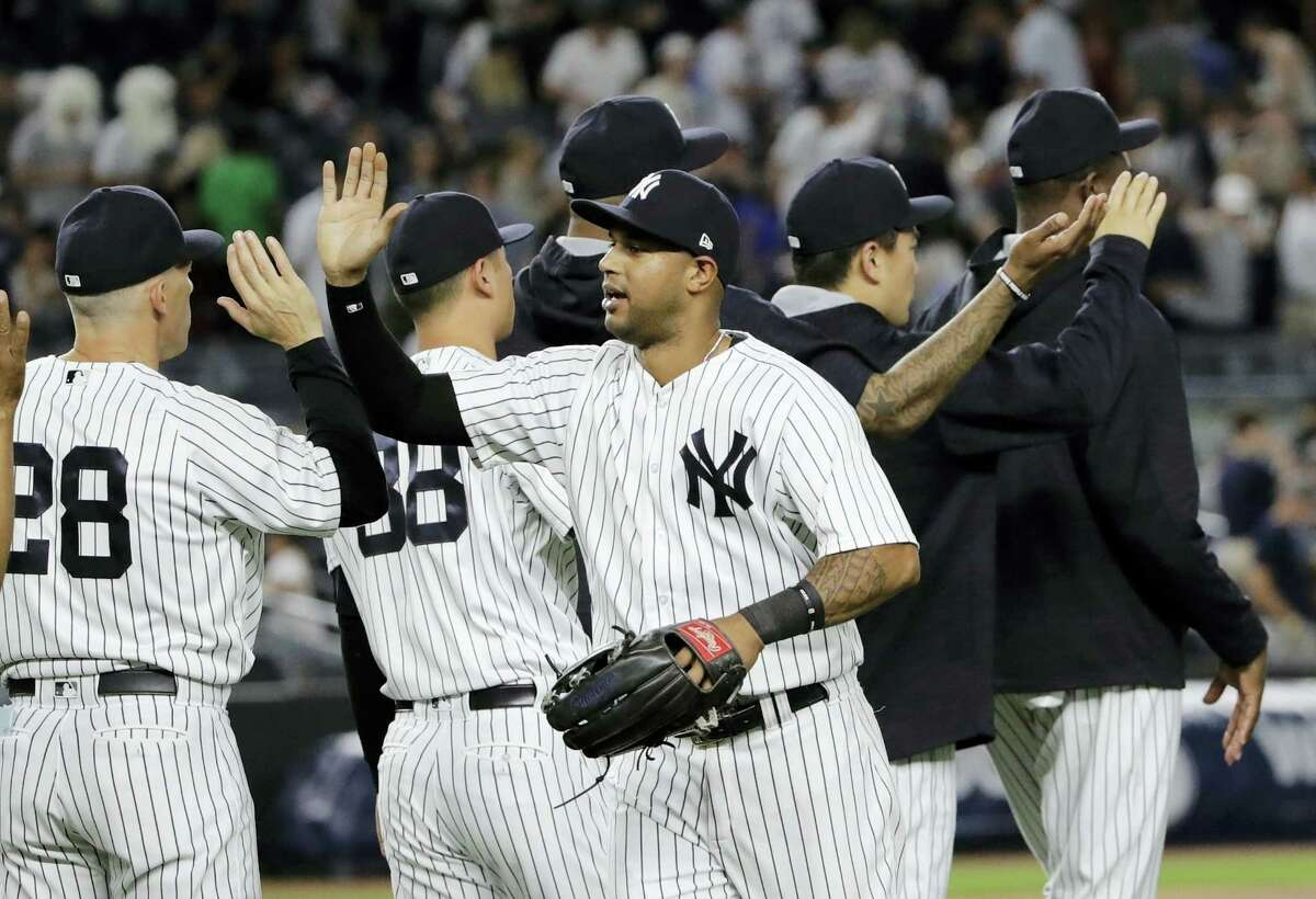 The Yankees' Aaron Hicks celebrates with teammates after Friday's win over the Orioles.