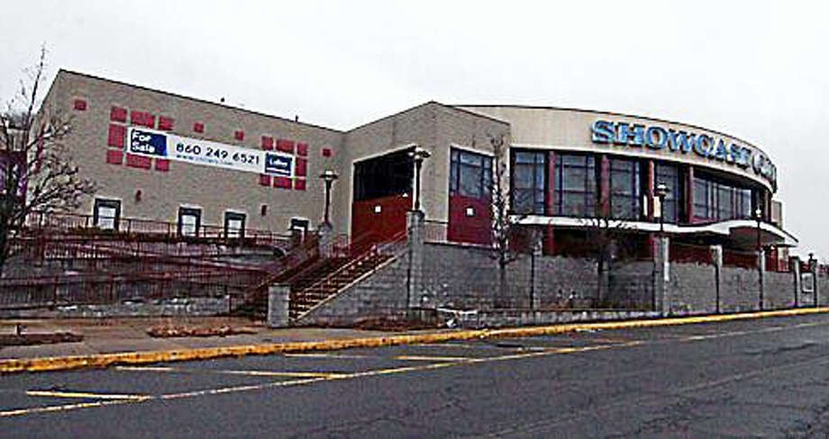 The old Showcase Cinemas site in East Windsor is where the tribal casino would be built. Photo: CTNewsJunkie File Photo