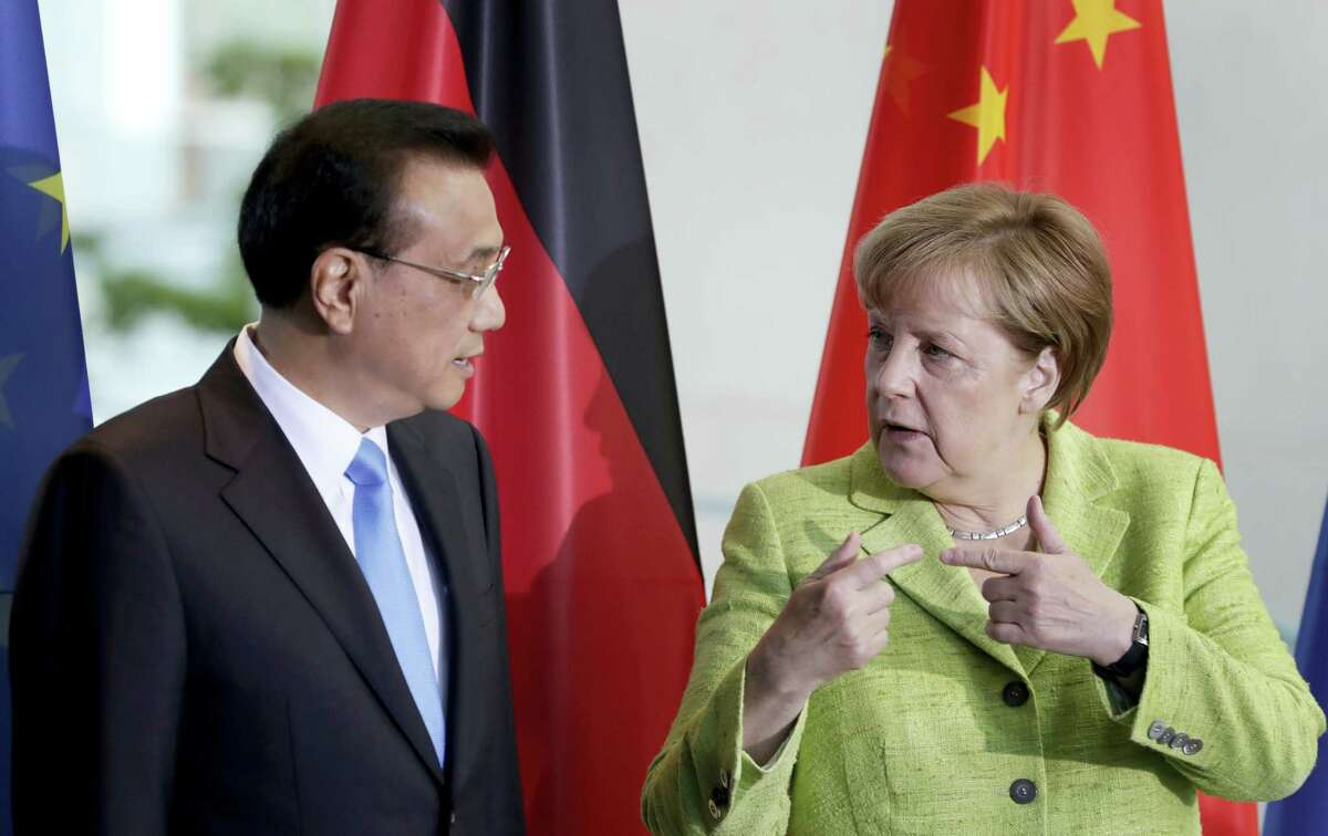 German Chancellor Angela Merkel, right, and China's Premier, Li Keqiang, left, talk during a contract signing ceremony as part of a meeting at the chancellery in Berlin, Germany, Thursday, June 1, 2017.
