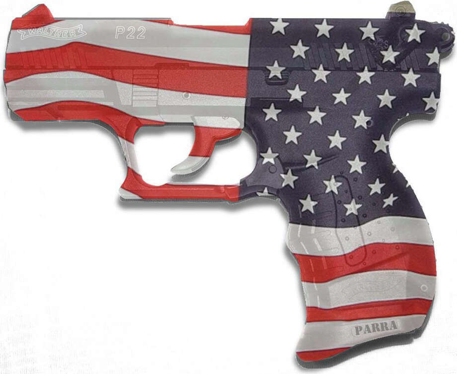 300 dpi SW Parra color illustration of of a handgun painted to look like an American flag. The Fresno Bee 2007gun control illustration america american flag revolver handgun walther automatic weapon weapons violence shooting shootings school safety nra law license kill killing teacher, student blacksburg virginia tech murder children youth gangs krtcrime crime, krtlaw, krtnational national, krtusnews, krt, mctillustration aspecto aspectos pistola bandera americano violencia escuela estudiente armas tiro pandilla banda joven abatir tiros licencia ilustracion grabado, 2007, krt2007, fr contributor coddington parra mct mct2007 2007 Photo: Parra / © MCT 2007
