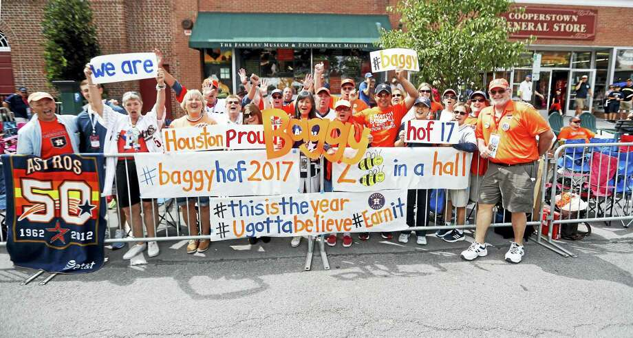 Houston Astros fans outside of the National Baseball Hall of Fame prepare for the Hall of Fame Legends parade up Main Street on Saturday in Cooperstown, New York. Jeff Bagwell will be inducted into the Hall of Fame on Sunday. Photo: Karen Warren/Houston Chronicle  / @ 2017 Houston Chronicle
