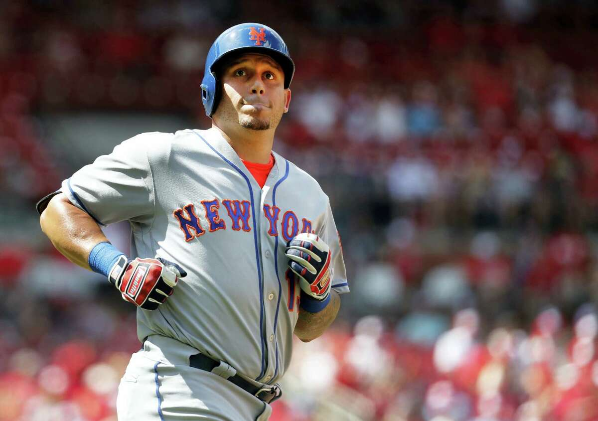 The Mets' Asdrubal Cabrera looks into the crowd after flying out in the ninth inning Sunday.