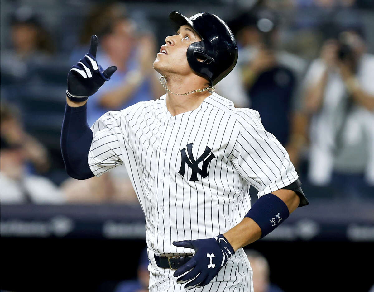 The Yankees' Aaron Judge points skyward after hitting a fifth-inning solo home run against the Brewers on Friday in New York.