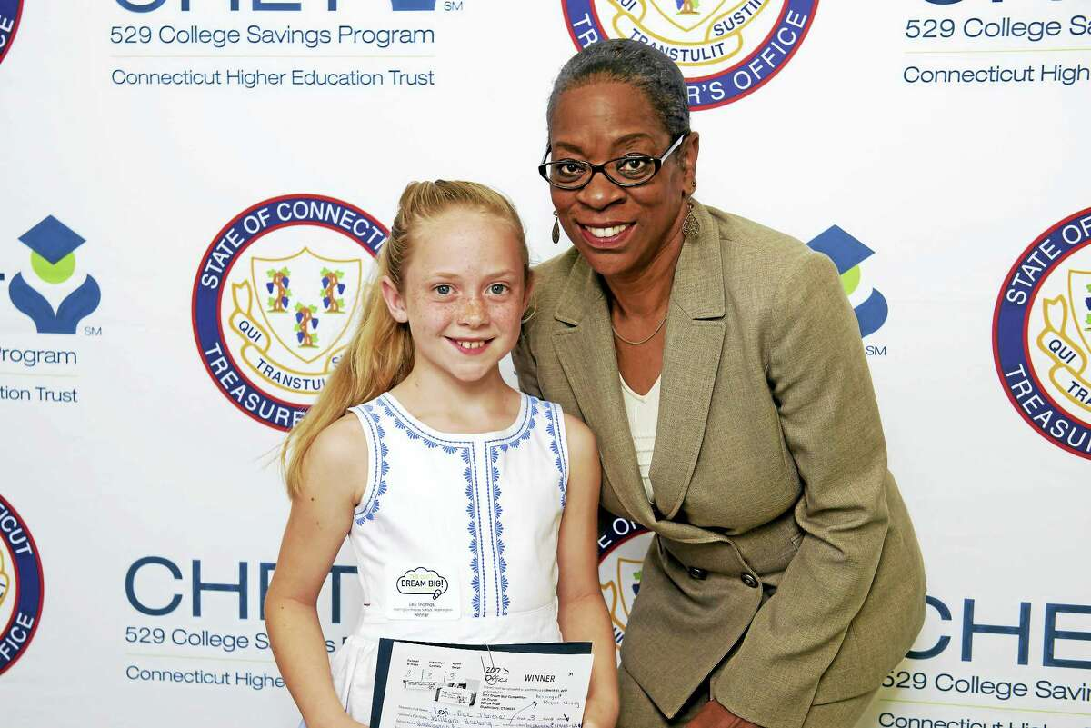 Lexi Thomas of Washington poses with Nappier after winning the CHET competition.