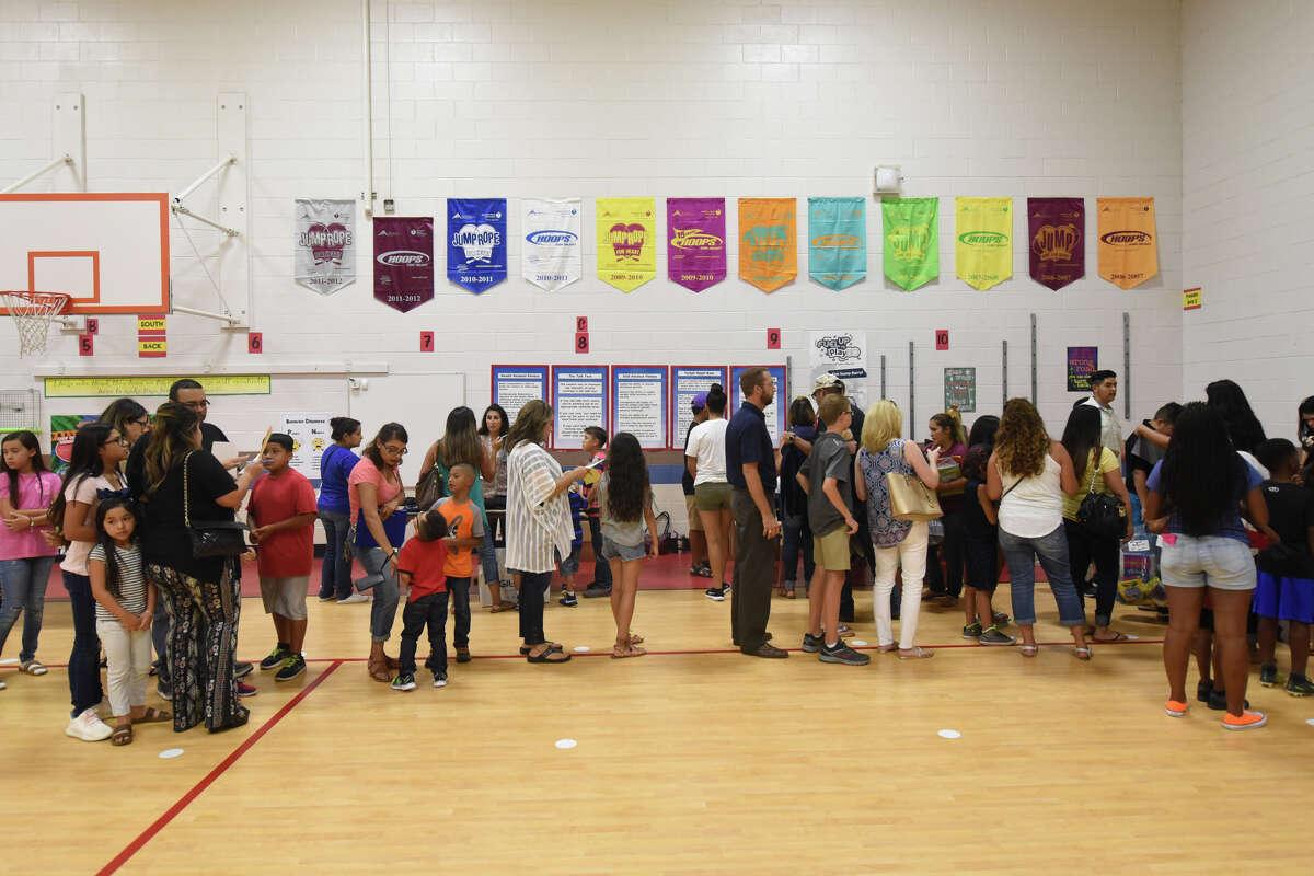 Parents and students line up during Meet the Teacher night at Washington STEM Institute Aug. 24, 2017. James Durbin/Reporter-Telegram
