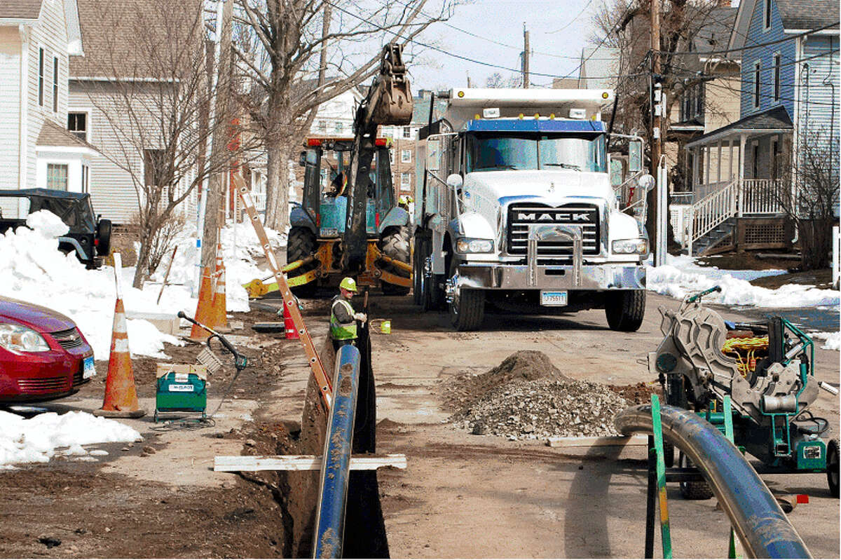 Construction crews work on an Eversource Energy natural gas pipeline upgrade. Work has already gotten underway in two streets in Middletown.