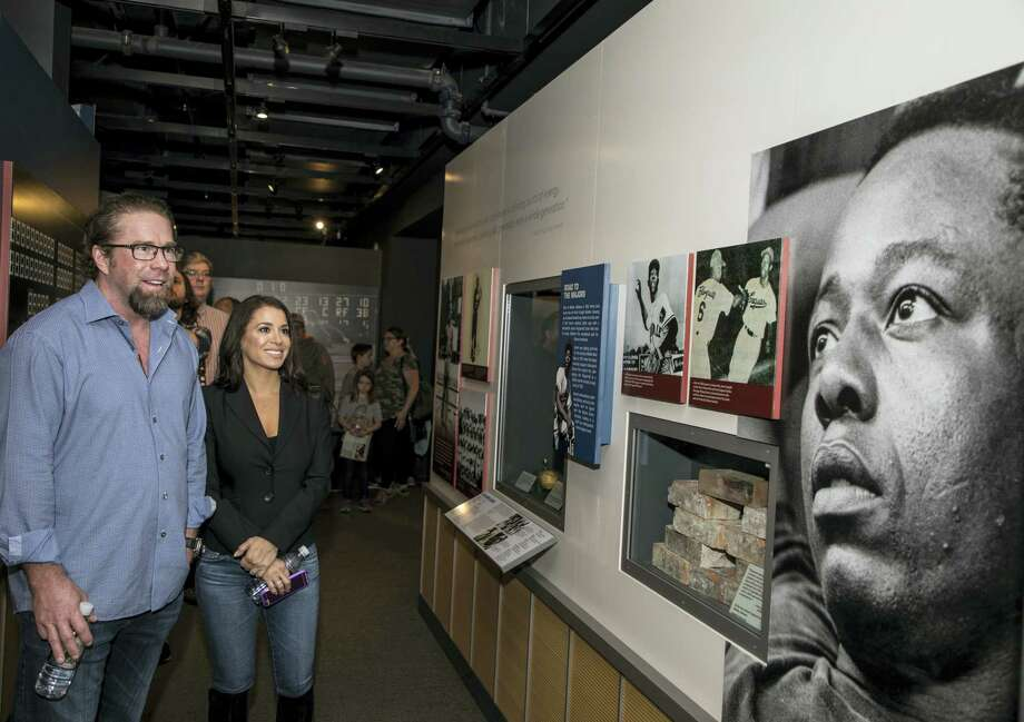 In this photo provided by the National Baseball Hall of Fame and Museum, Jeff Bagwell and his wife Rachel look at a photo of Hank Aaron at the National Baseball Hall of Fame and Museum in Cooperstown, N.Y., on Tuesday. Photo: Milo Stewart Jr. — National Baseball Hall Of Fame Via AP  / National Baseball Hall of Fame a