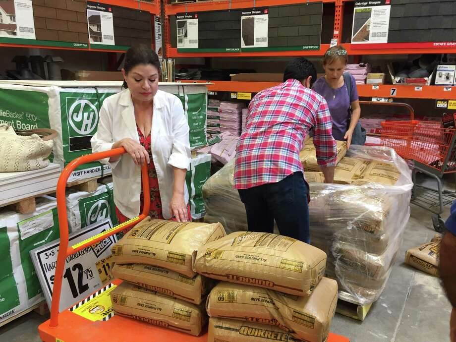 A woman from Alamo Heights double checks the number of sand bags she bought Aug. 25 at Home Depot on Sunset Road in San Antonio to prepare for a stormy weekend as Hurricane Harvey approached the Texas coast. Photo: David Hendricks /San Antonio Express-News