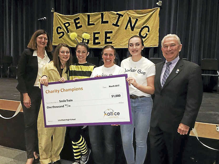 From left are Laura Jordan, Altice USA; Litchfield High School students; Theresa Simaitis, Interact Club Advisor; and Litchfield First Selectman Leo Paul. Photo: Contributed Photo