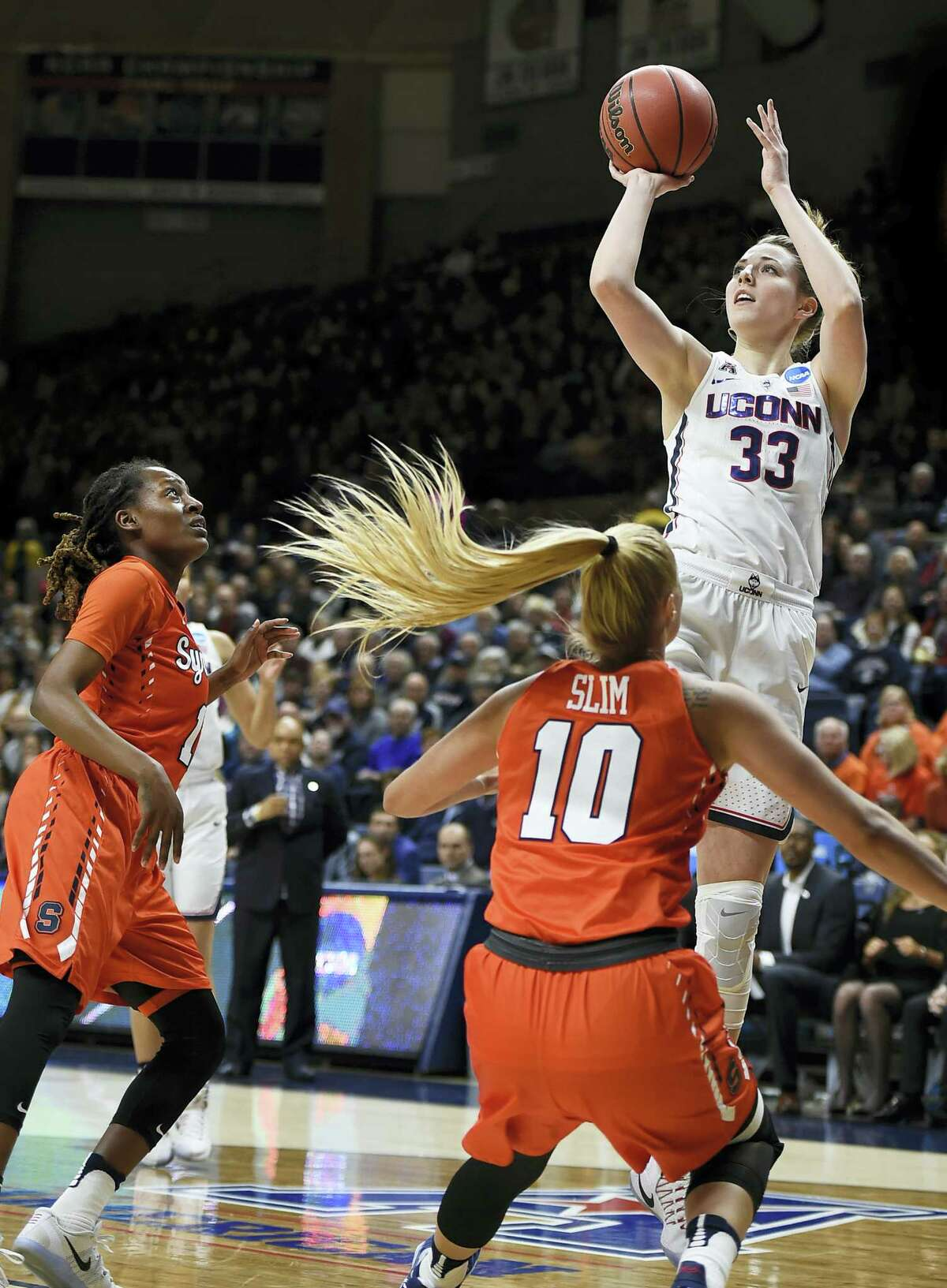 Connecticut's Katie Lou Samuelson, shoots over Syracuse's Gabby Cooper, left, and Isabella Slim.