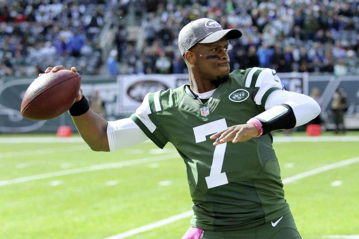 Quarterback Geno Smith has agreed to terms with the New York Giants.