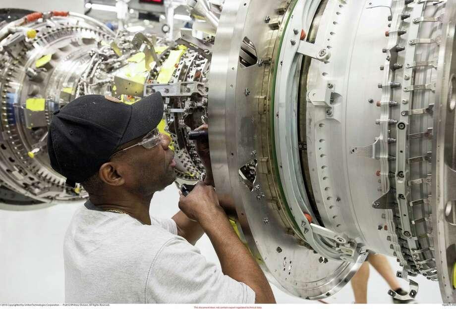 Pratt & Whitney Assembler in Middletown on PW1100G JM line. Photo: Photo Courtesy Of Pratt & Whitney / ©2016 Copyrighted by United Technologies Corporation — Pratt & Whitney Division. All Rights Reserved.?