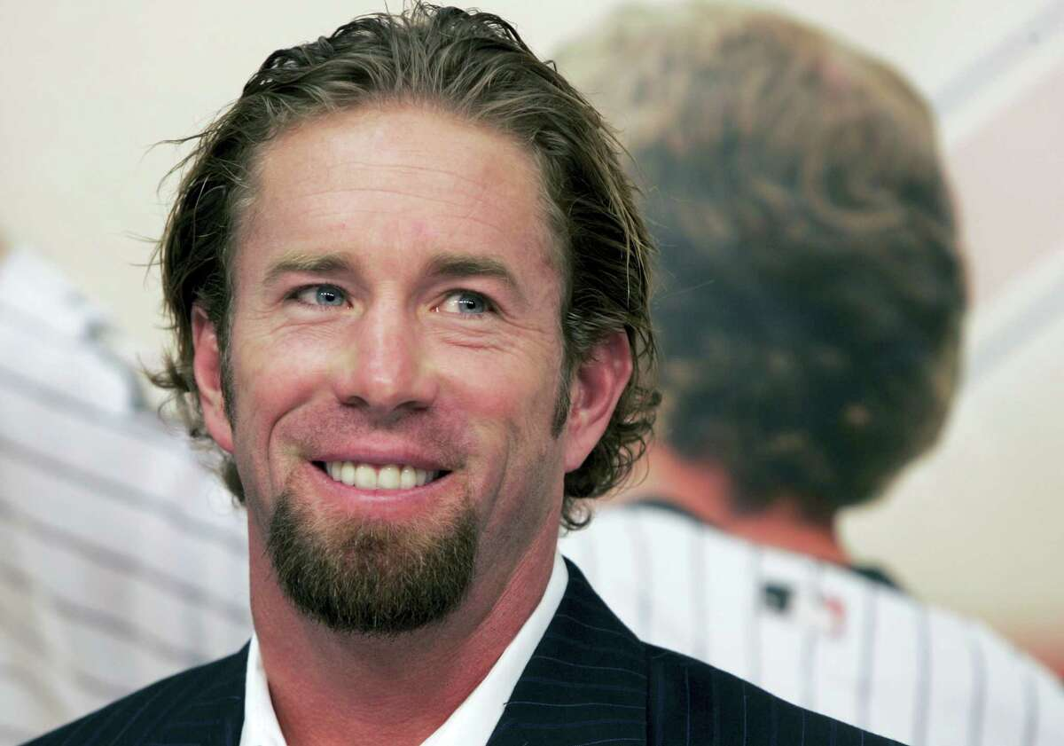 In this Dec. 15, 2006 photo, Houston Astros long time first baseman and four-time All-Star Jeff Bagwell announces his retirement from baseball in Houston. Bagwell and Tim Raines are likely to be voted into baseball's Hall of Fame on Jan. 18, 2017, when Trevor Hoffman and Ivan Rodriguez also could gain the honor.