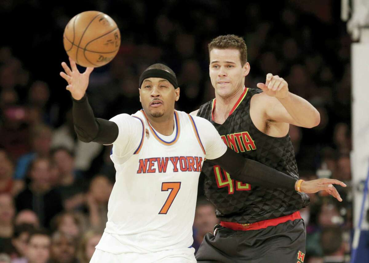 Atlanta Hawks' Kris Humphries, right, defends New York Knicks' Carmelo Anthony during the second half of the NBA basketball game on Jan. 16, 2017 in New York. The Hawks defeated the Knicks 108-107.