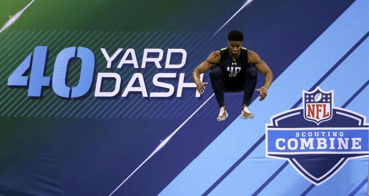 UConn defensive back Obi Melifonwu prepares to run the 40-yard dash.