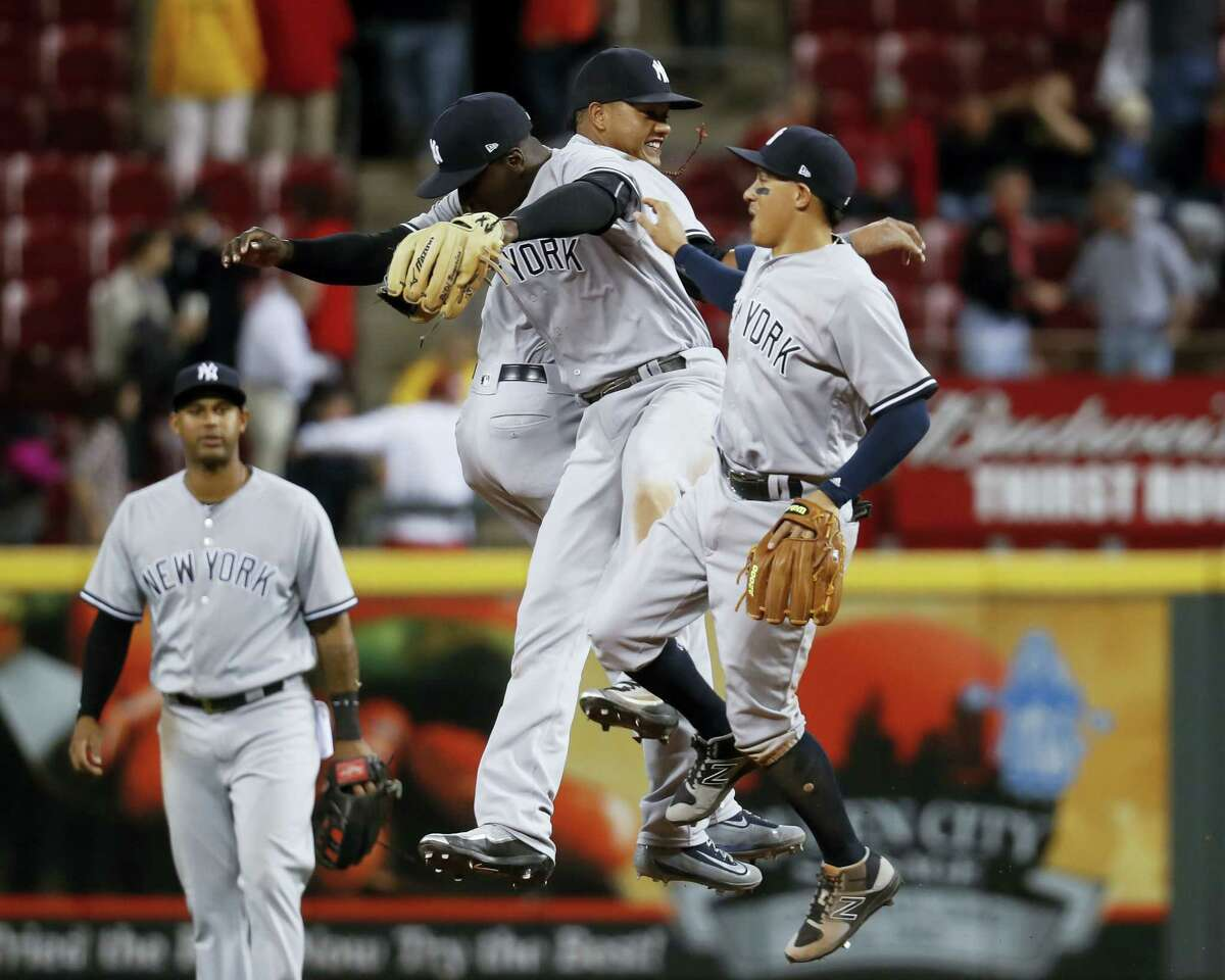 Members of the Yankees celebrate after beating the Reds on Monday night.