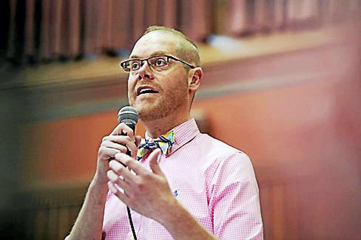State Rep. Jeffrey Currey, D-East Hartford, debates the bill.
