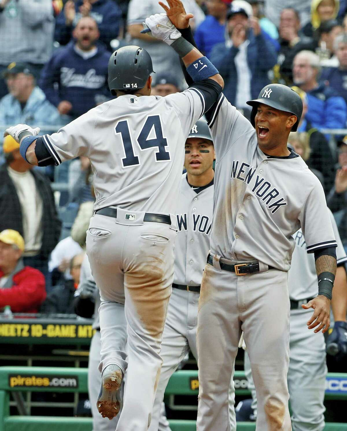 The Yankees' Starlin Castro (14) celebrates with Aaron Hicks, right, and Jacoby Ellsbury after Castro's home run in the sixth inning.