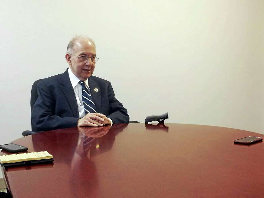 State Sen. Martin M. Looney speaks with the Register editorial board. Photo: NEW HAVEN REGISTER