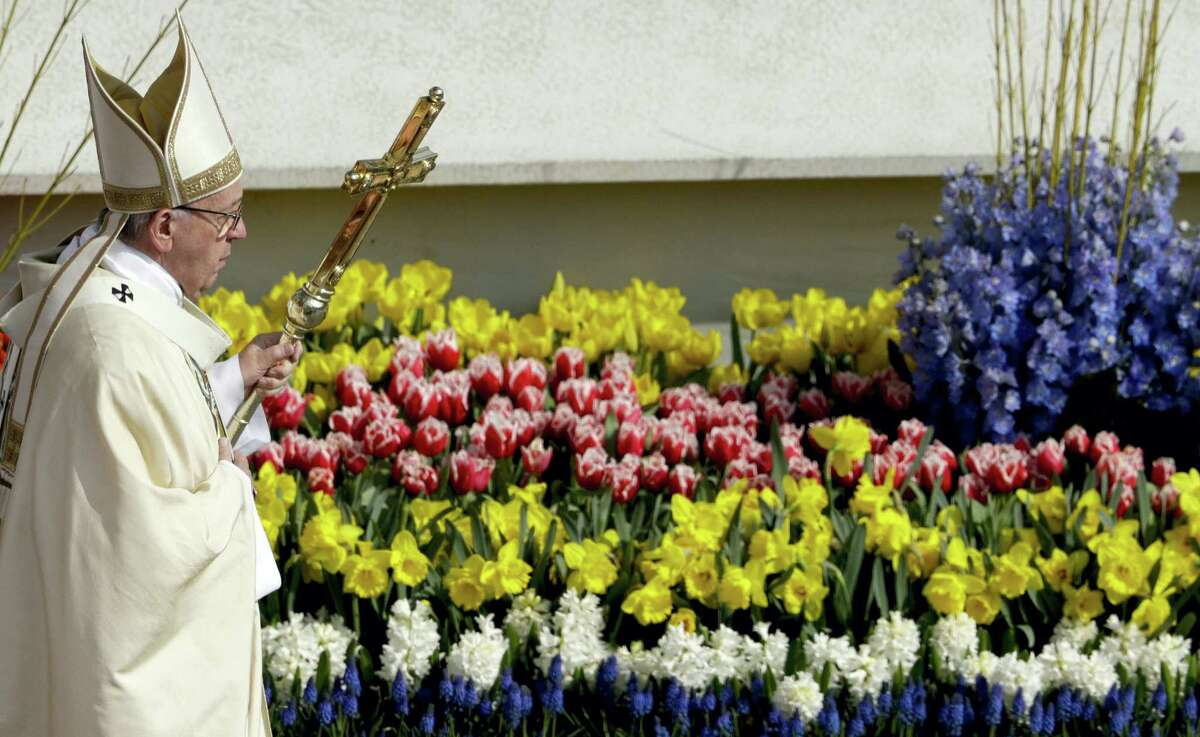Pope Francis celebrates the Easter Mass, in St. Peter's Square, at the Vatican, Sunday, April 16, 2017. (AP Photo/Andrew Medichini)