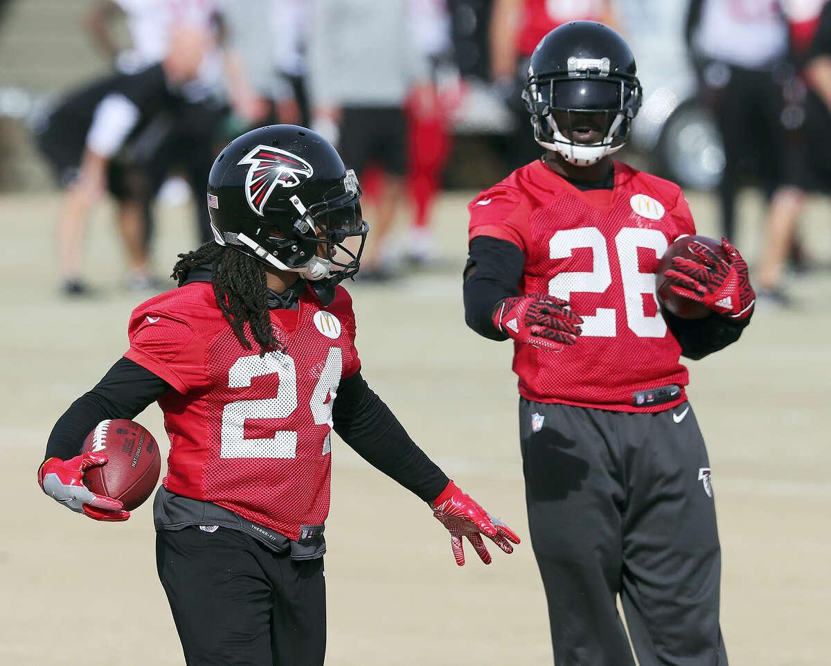 Atlanta Falcons running backs Devonta Freeman, left, and Tevin Coleman run drills during a recent practice.
