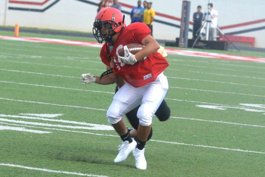 Plainview Bulldogs' varsity football scrimmage against Lubbock High. Photo: Skip Leon/Plainview Herald