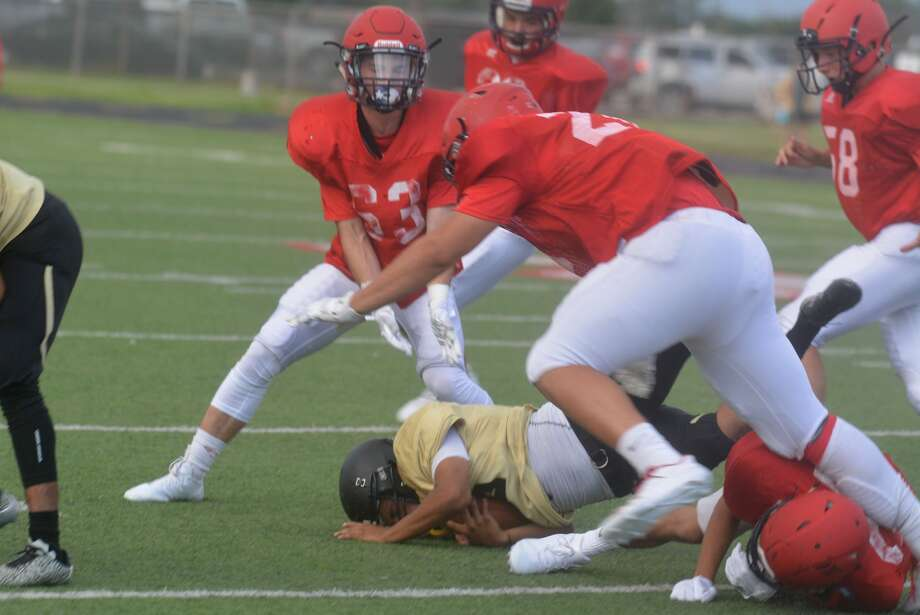 Plainview Bulldogs' varsity football scrimmage against Lubbock High. Photo: Skip Leon/Plainview Herald
