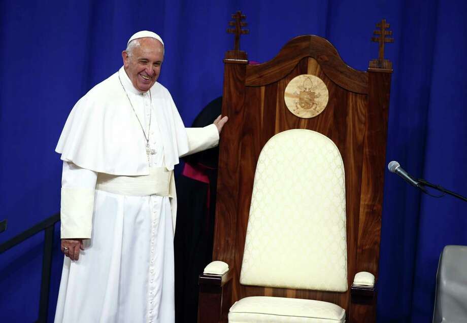 Pope Francis smiles as he looks over a wooden chair made for him by inmates during his visit to Curran-Fromhold Correctional Facility in Philadelphia on Sept. 27, 2015. Photo: Tony Gentile/Pool Photo Via AP  / Pool Reuters
