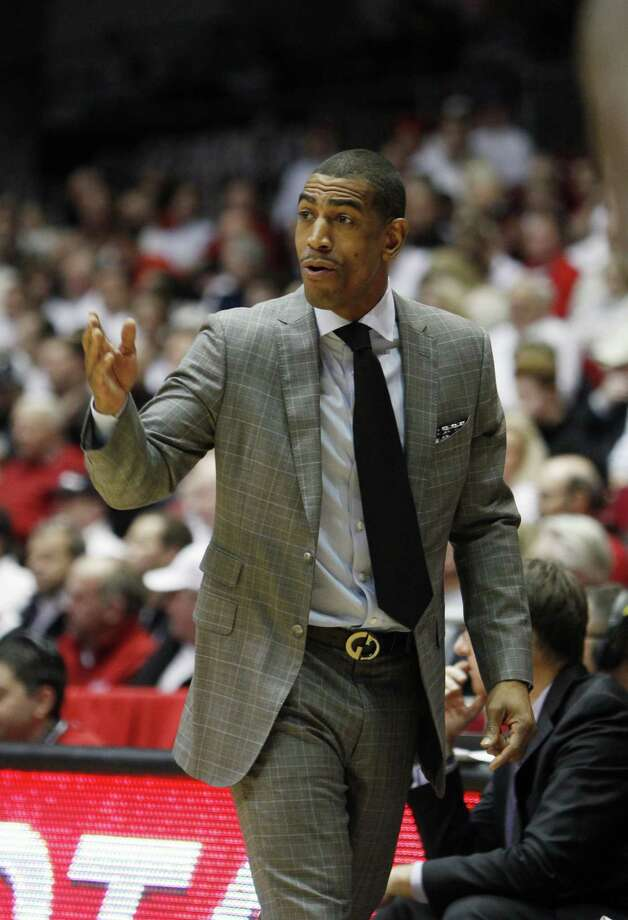 UConn's head coach Kevin Ollie gives instructions against Cincinnati in the first half Thursday. Photo: Frank Victores — The Associated Press  / FR170726 AP
