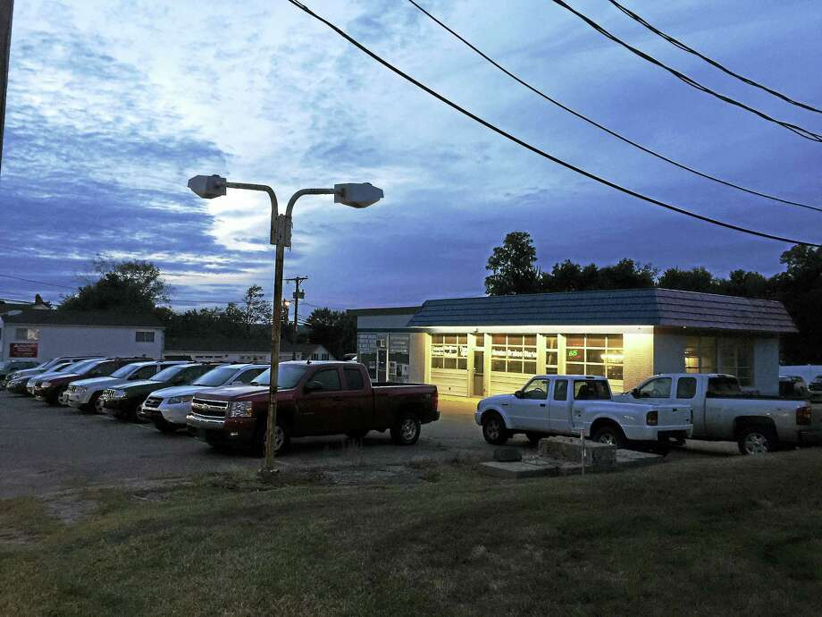 Ben Lambert - The Register citizenThe Architectual Review Committee gave its approval to an application to construct an O'Reilly Auto Parts store at 1019 East Main Street Thursday. Photo: Journal Register Co.