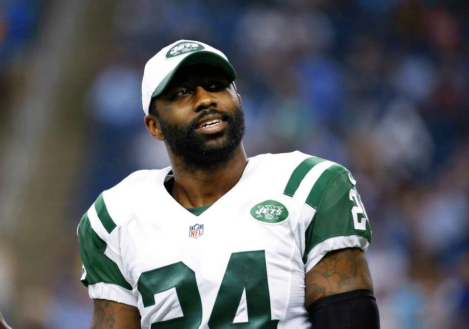New York Jets defensive back Darrelle Revis is questionable for Sunday's game against the Eagles. Photo: The Associated Press File Photo  / AP