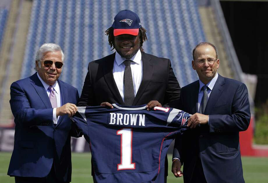 Defensive lineman Malcom Brown, the New England Patriots' first-round draft pick, poses with Patriots owner Robert Kraft, left, and Patriots president Jonathan Kraft Wednesday in Foxborough, Mass. Photo: Stephan Savoia — The Associated Press  / AP