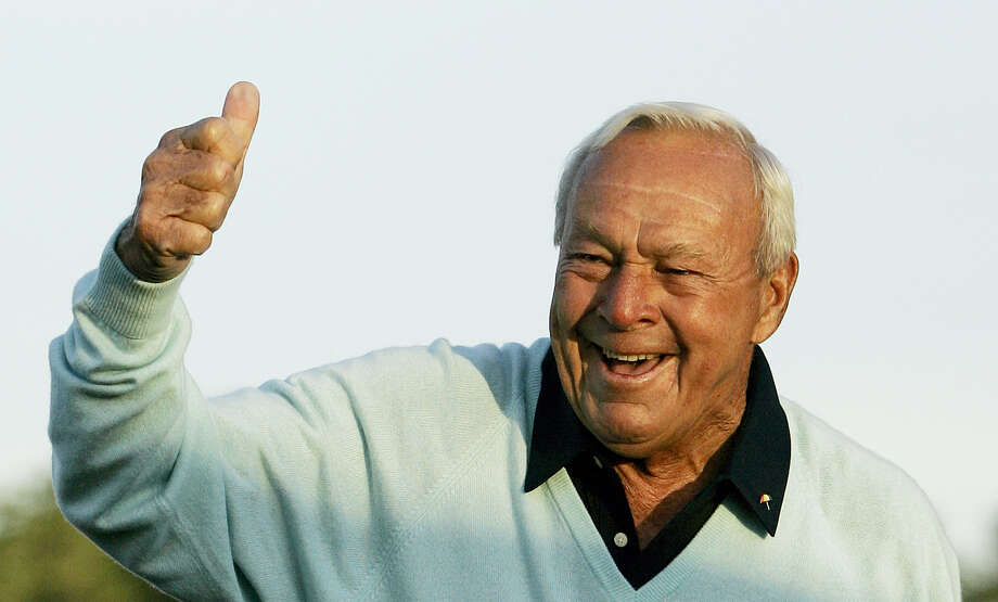 Arnold Palmer acknowledges the crowd after hitting the ceremonial first tee shot prior to the first round of the 2007 Masters. Photo: The Associated Press File Photo  / AP2007