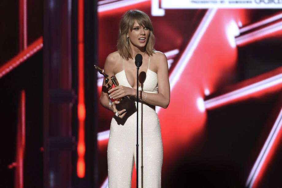 Taylor Swift accepts the chart achievement award at the Billboard Music Awards at the MGM Grand Garden Arena on Sunday, May 17, 2015, in Las Vegas. Photo: Photo By Chris Pizzello/Invision/AP  / Invision