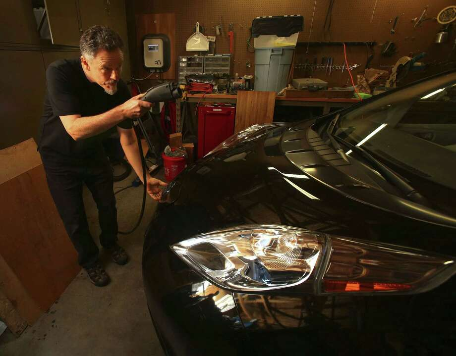 Nissan Leaf owner Will Price charges his electric vehicle in his garage rather than at publicly funded EV Project locations around Eugene, Ore., on Dec. 30, 2014. Photo: AP Photo  / AP