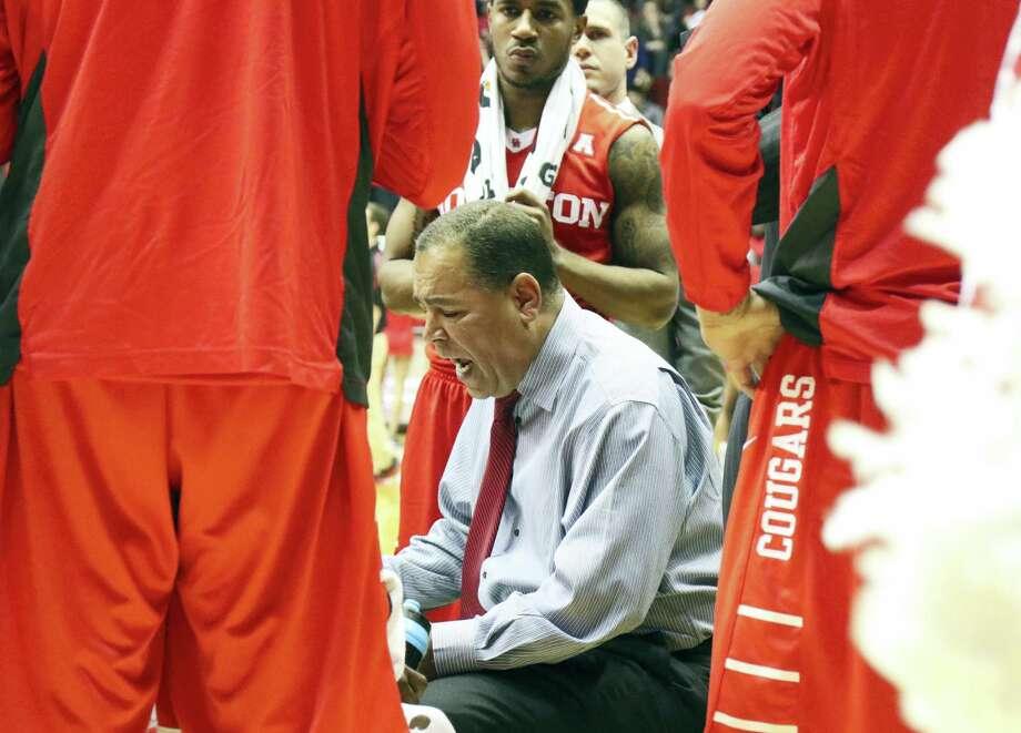Kelvin Sampson and Houston will host UConn on Sunday. Photo: The Associated Press File Photo  / Gary Landers