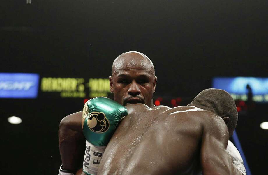 Floyd Mayweather Jr., left, fights Andre Berto during their welterweight title bout Saturday, Sept. 12, 2015, in Las Vegas. Photo: AP Photo/Steve Marcus  / FR171387 AP