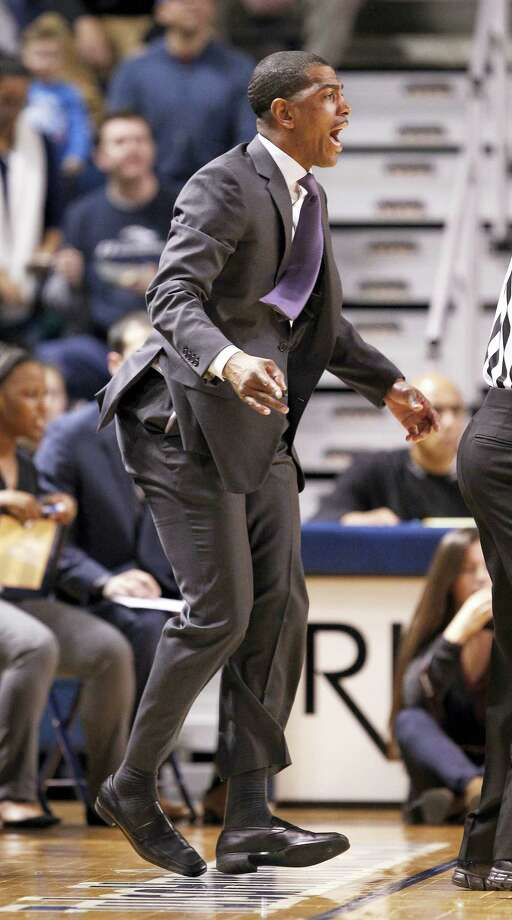 UConn coach Kevin Ollie shouts instructions to his team during the first half on Thursday. Photo: Dave Crenshaw — The Associated Press  / FR41373 AP