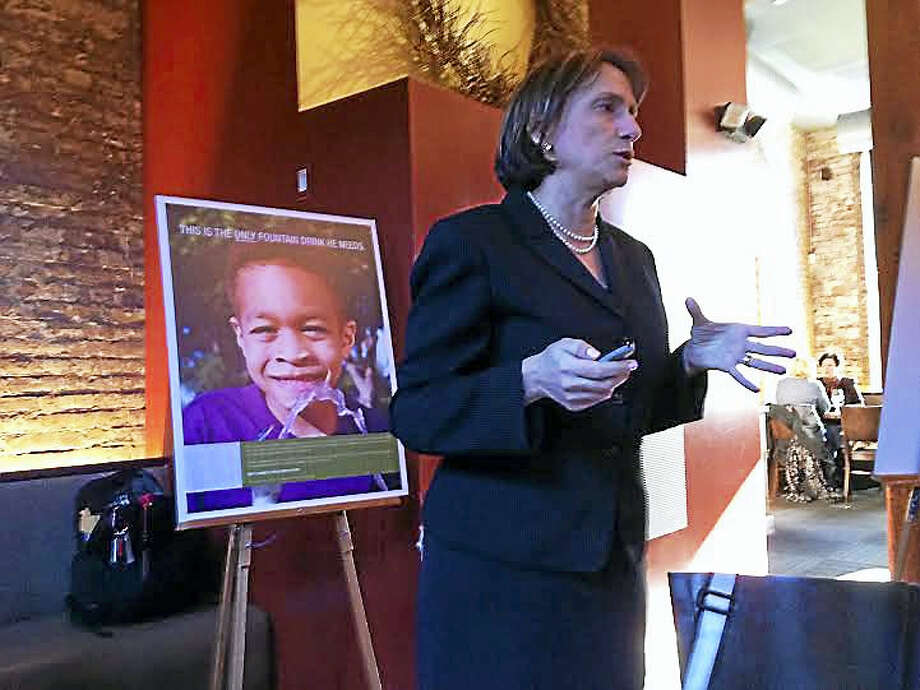 Marlene Schwartz, director of the UConn Rudd Center for Food Policy and Obesity, addresses media at a lunch roundtable event Wednesday. Photo: Brian Zahn — New Haven Register
