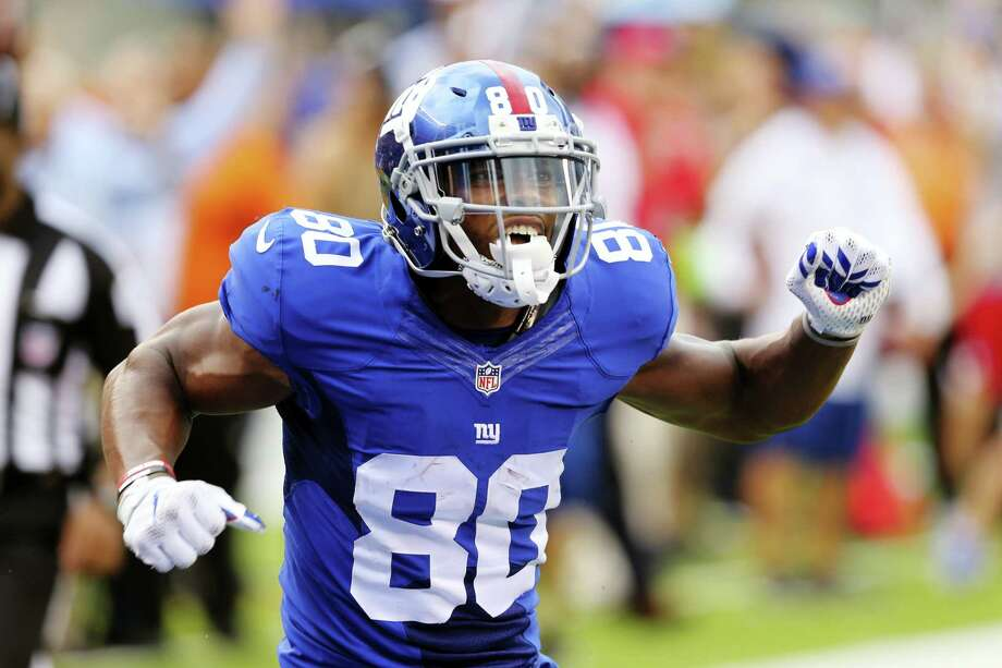 Giants wide receiver Victor Cruz (80) celebrates after making a catch during the second half Sunday. Photo: Seth Wenig — The Associated Press  / Copyright 2016 The Associated Press. All rights reserved.