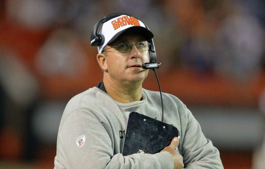 The Cleveland Browns suspended offensive line coach Andy Moeller indefinitely. Photo: David Richard — The Associated Press File Photo  / FR25496 AP
