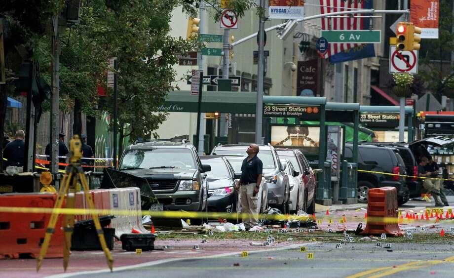 Crime scene investigators work at the scene of Saturday's explosion in Manhattan's Chelsea neighborhood in New York on Sept. 18, 2016. Photo: AP Photo/Craig Ruttle  / FR61802 AP