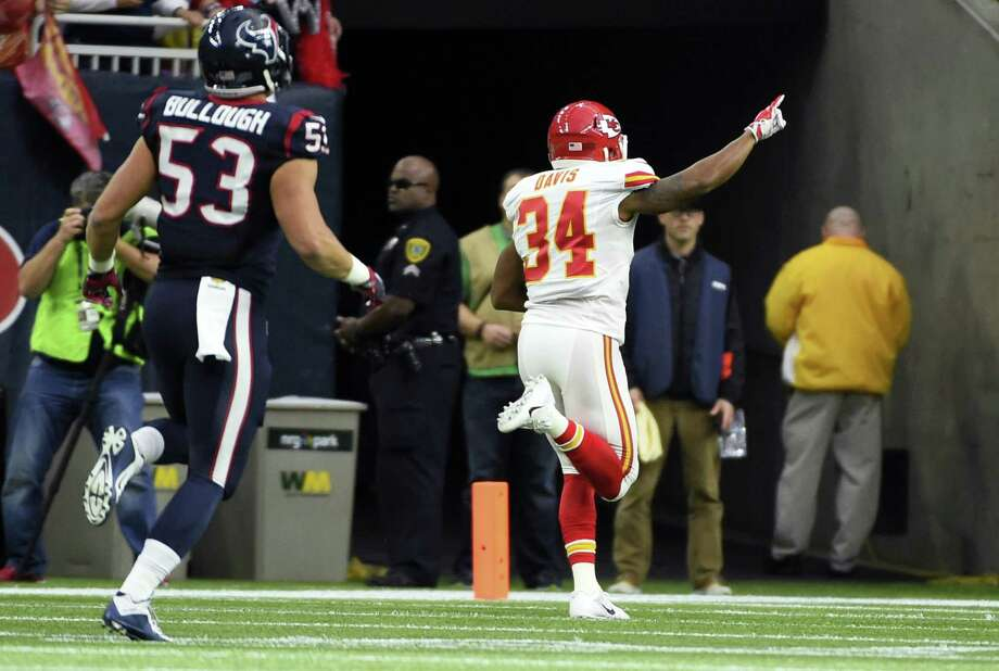 Chiefs running back Knile Davis (34) returns the opening kickoff for a touchdown as Texans linebacker Max Bullough gives chase on Saturday. Photo: Christian Smith — The Associated Press  / FR171023