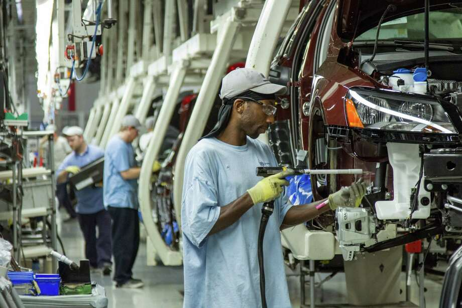 Workers assemble Volkswagen Passat sedans at the German automaker's plant in Chattanooga, Tenn., in 2013. Photo: Erik Schelzig — The Associated Press  / AP