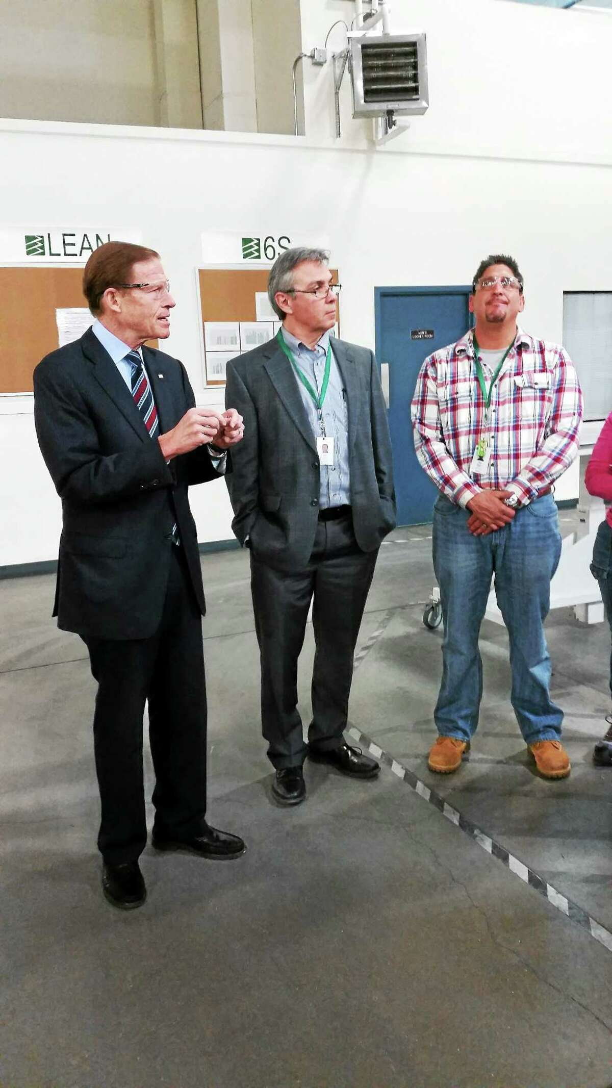 U.S. Sen. Richard Blumenthal thanks FuelCell Energy employees for their work with environmentally friendly energy sources.