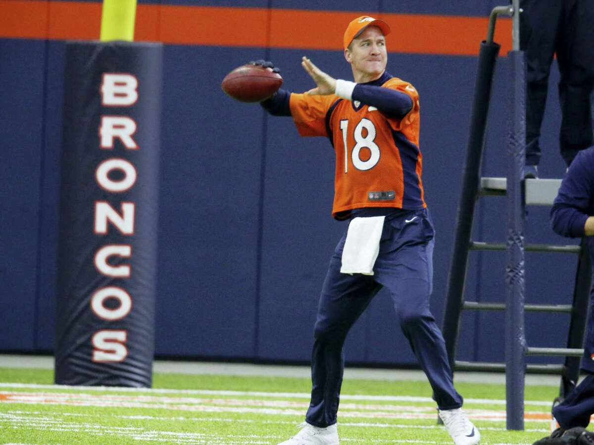 Broncos quarterback Peyton Manning has been named the team's starting quarterback for the playoffs.